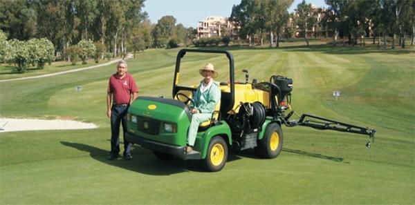 Entrega en Atalaya Club de Golf de un Multiusos Progator 2030 y una cuba HD200