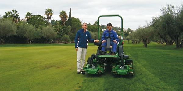 Entrega en el Real Club de Golf Las Brisas de una JD Rotativa 7400